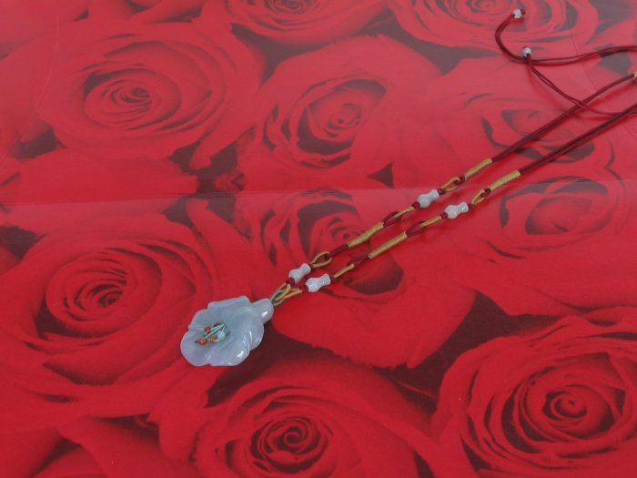 YUN03 Beautiful  flower Jade Necklace