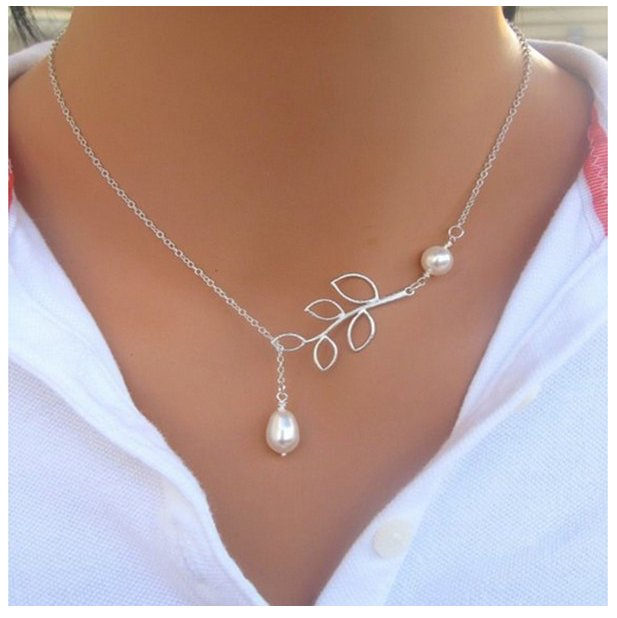 SILVER PLATED LEAF PEARL PENDANT NECKLACE