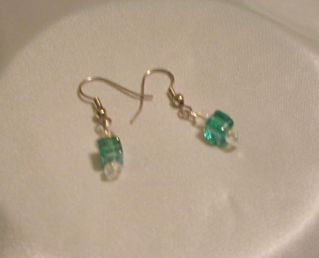 LIGHT GREEN SQUARE & CRYSTAL EARRINGS