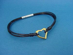 ladies leather bangle bracelet with golden heart in stainless steel 708