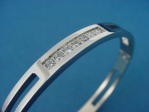 Shiny stainless steel bangle in silver color with 7 cubic zirconia crystals 718