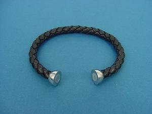 genuine leather bracelet bangle in black with magnetic stainless steel lock 596