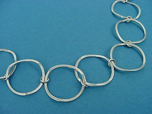 Ladies necklace with curved circle links, in stainless steel 241