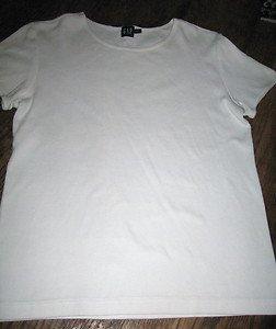 LADIES 100 PERCENT COTTON TOP, WHITE, SIZE MEDIUM, BY GAP
