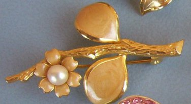 Vintage Brooch Gold Flower Pearl Estate Costume Jewelry