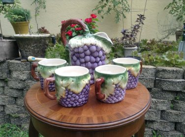 Vintage Grapes and Leaves Pitcher and 4 Mug set from Portugal