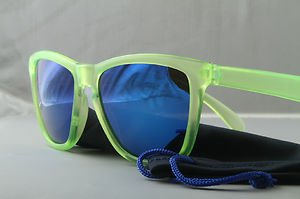 Crystal neon green Sunglasses blue mirrored lenses 80s frog skin sport style