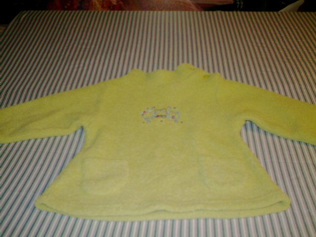 24 MTHS - OKIEDOKIE -- INFANT GIRL- PULL OVER KNIT SHIRT