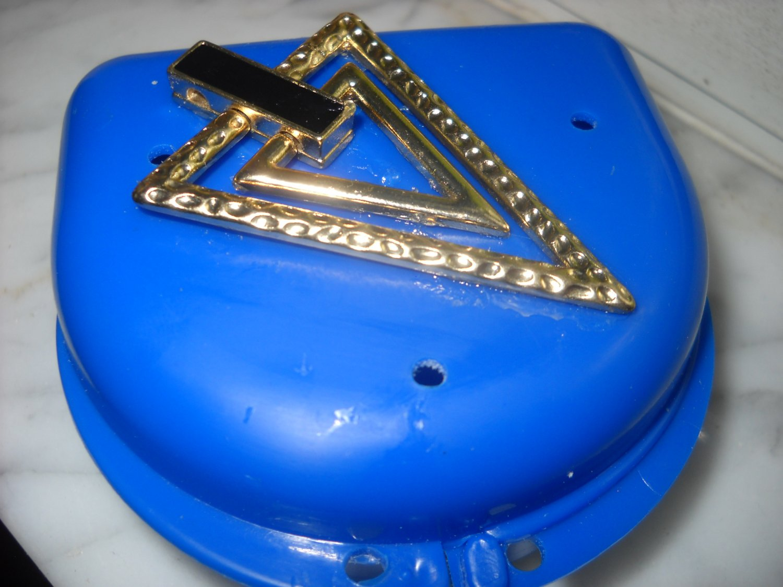 Retainer brace mouth guard Denture case box Art triangle