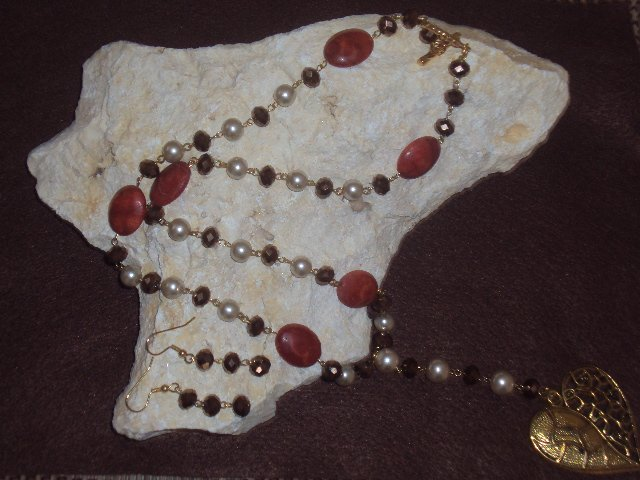 Long necklace brown