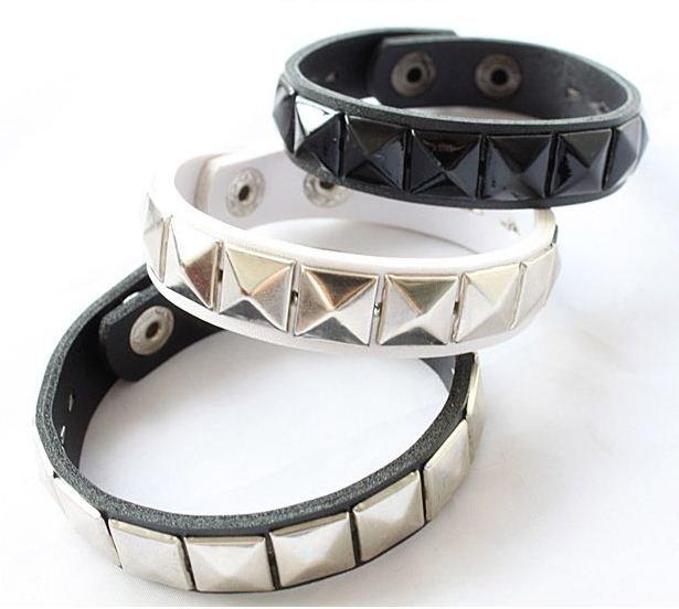 Black Square Pyramid Rivet Leather Bracelet (with Black Button)