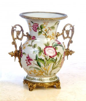 BRAND NEW PORCELAIN HAND PAINTED VASE WITH ANTIQUE SOLID BRASS