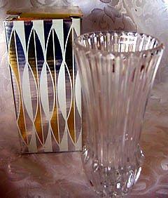 Avon Crystal Vase 1977 - NICE