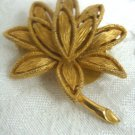 Avon Goldtone Floral Flower Pin Brooch - (vintage)