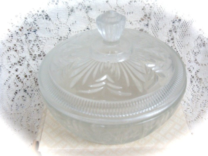 Avon Beauty Dust   Crystatique Crystal Container