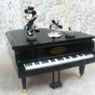 Mickey Mouse & Minney Mouse Piano Plays Music Havanola Keys Move
