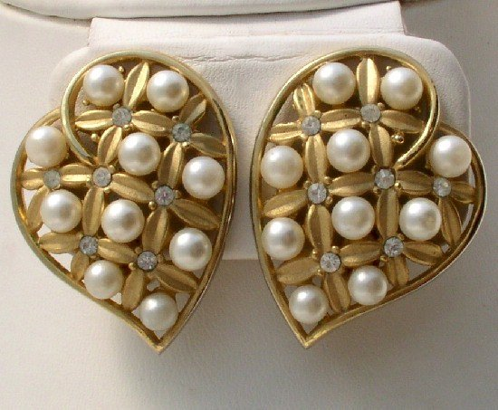 TRIFARI Vintage HEART RHINESTONE Faux PEARL EARRINGS