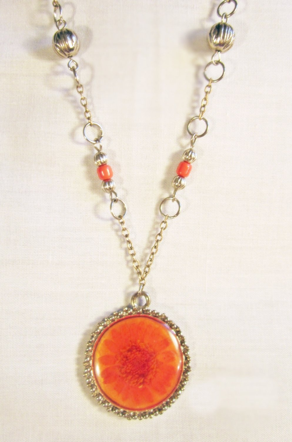N2 - Red beaded necklace with flower pendant