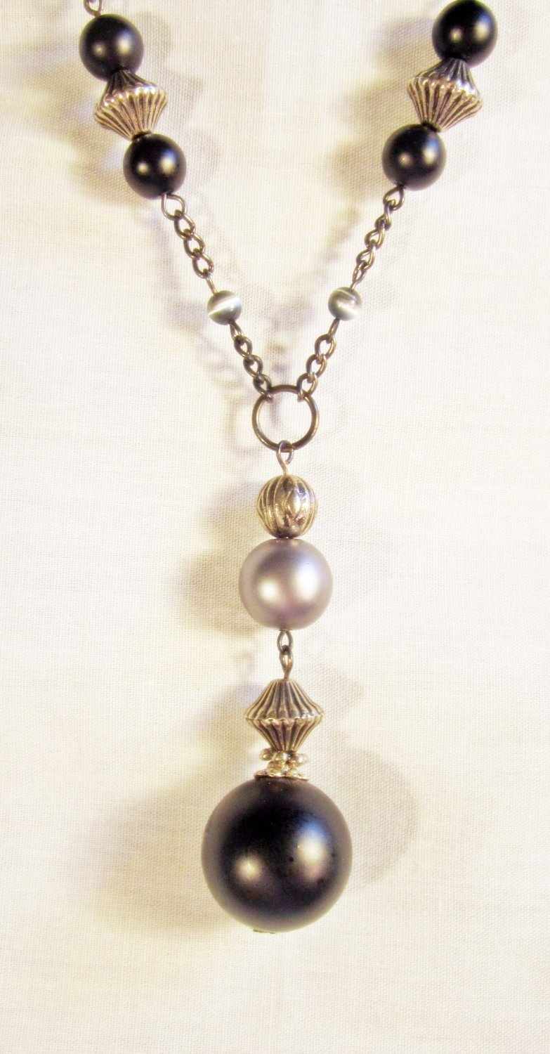 N4 - Black & gray beaded necklace