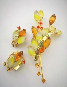 D & E Juliana Molded Yellow Givre Art Glass Brooch & Earring Set