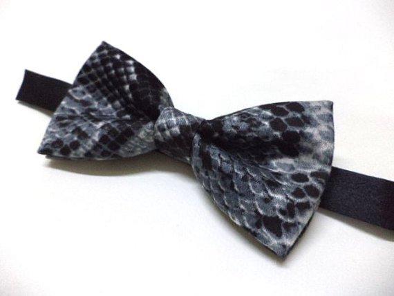 Snakeskin print bow tie ( black & grey), animal print mens bowtie,party, pre-tied bow tie
