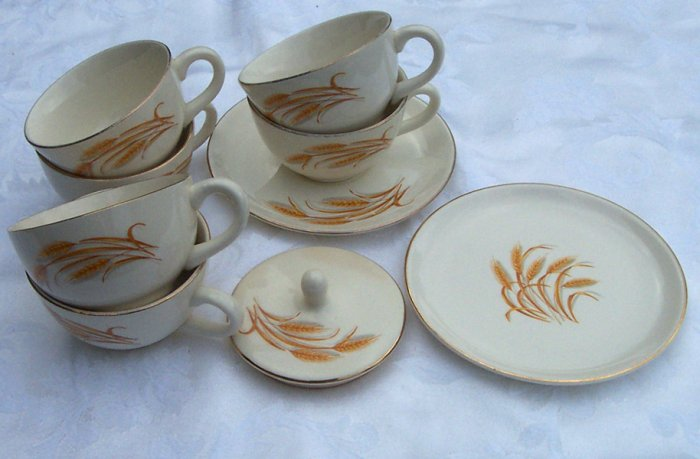 Homer Laughlin Golden Wheat cups, set of 6 plus miscellaneous