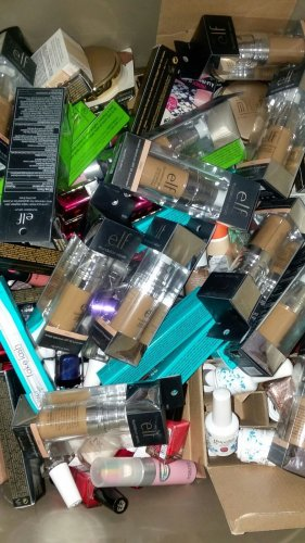 550 pcs Makeup Assorted brands (Elizabeth Arden,Revlon,Covergirl,Estee Lauder...