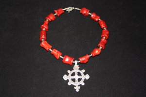 Sponge Coral and Pewter Bead Accented Necklace - DMD0161