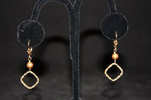 Swarovski Pearl and Gold Earrings - DMD0402