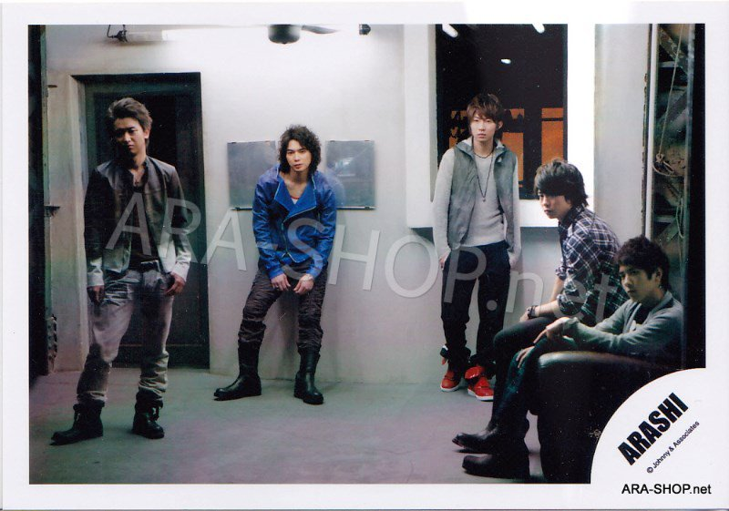 SHOP PHOTO - ARASHI - 2009 Crazy Moon [PV] #292