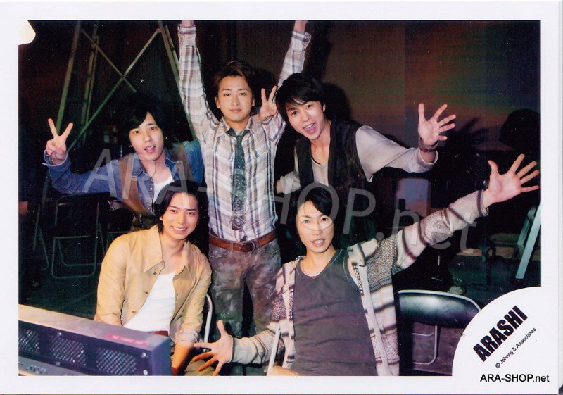 SHOP PHOTO - ARASHI - 2010 to be free [PV] #338