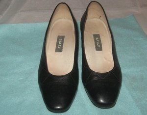 VGUC - BALLY MADE IN FRANCE BLACK LEATHER PUMPS/SHOES - SIZE 4 1/2 E