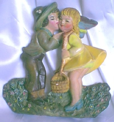 Chalkware KISSING COUPLE Delcraft or Jack & Jill c.1950