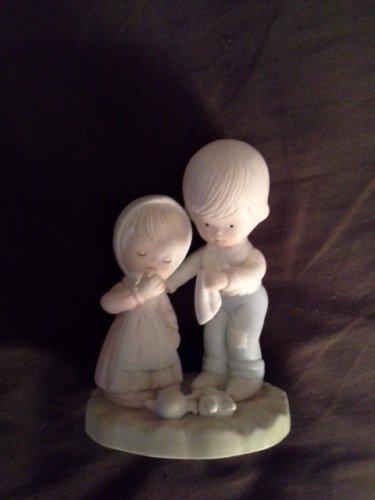 Girl Crying over Broken Doll - Figurine
