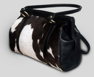 Elegant purses, shoulder bags and ladies daily use bags. Discount sale