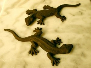 Set of 2 Cast Iron Gecko Figurines - 04105