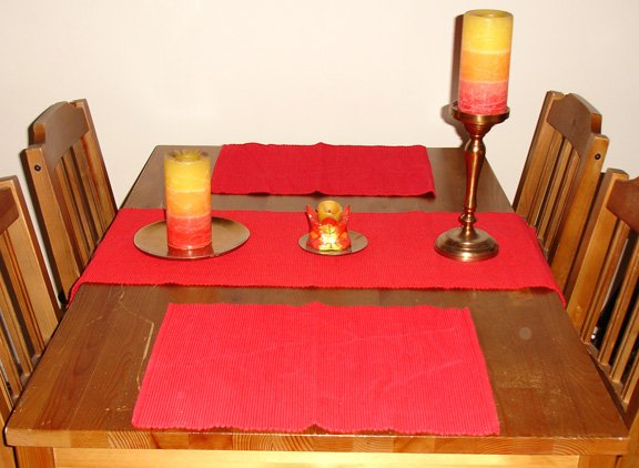 red runner with matching pair of placemats