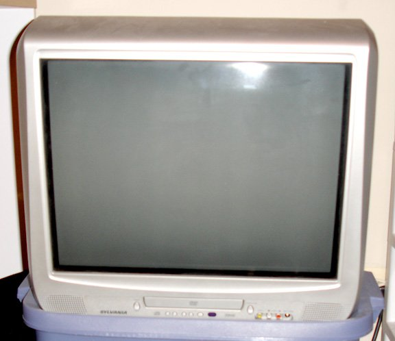 "sylvania 21"" CRT tv with built-in dvd player"