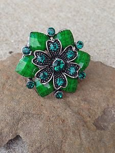"Green  Ring~FLORAL PATTERN~STRETCH~""STUNNING"" BRAND NEW never worn!!"