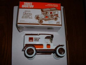 Trustworthy truck 5--1989  ERTL bank--Made in USA--1:25 scale