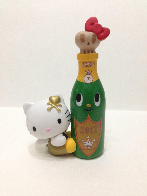 7-11 HK Sanrio Hello Kitty Tokidoki Wonderland Figurine New Year Champagne Kitty