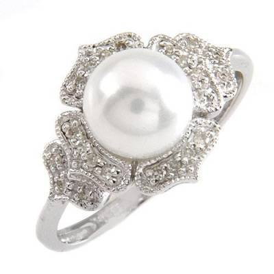 0.10 Carat Diamond & Pearl Ring