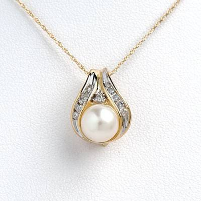 0.18 Carat Diamond & Pearl Necklace