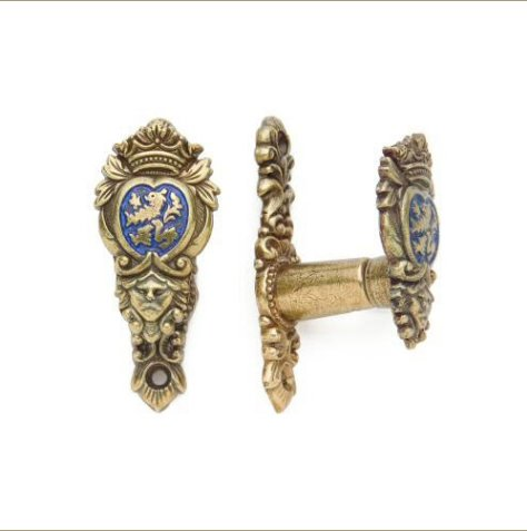 Lion Shield Hangers For Rifles, Pistols And Swords
