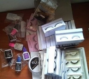 eyelashes and glue on & removal accessories