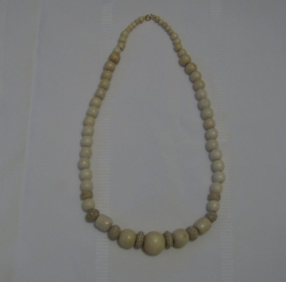 Creamy Shades of Vanilla Wooden Necklace