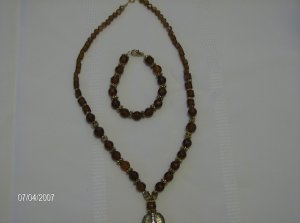 "Beautiful ""Brown sugar"" necklace and matching Bracelet"