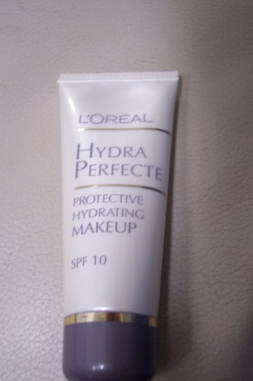 NEW! L'OREAL Hydrating Foundation - 1.2 fl oz