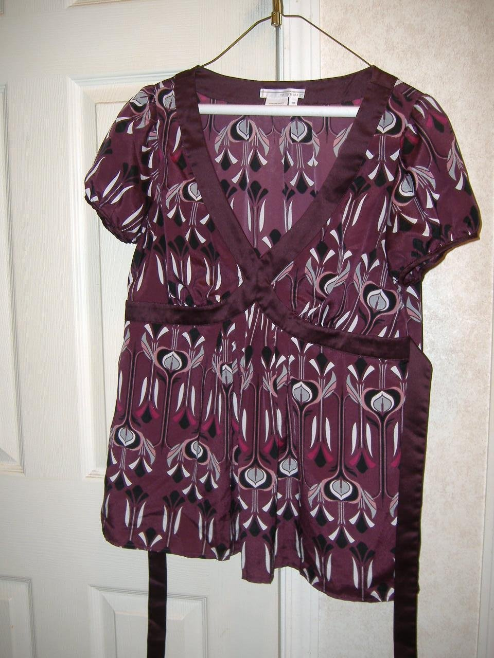 Ladies Blouse By To The Max      Size 10