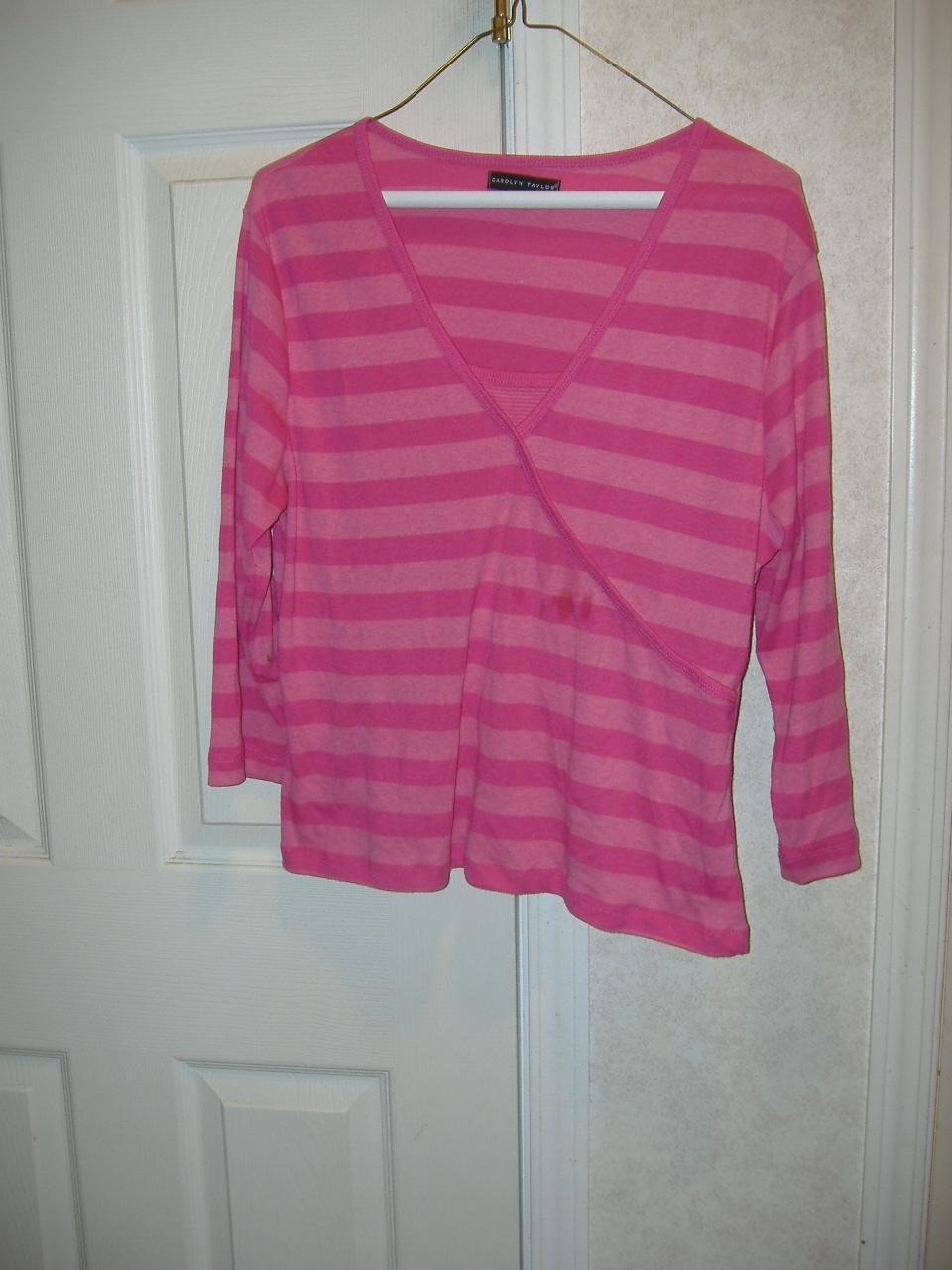 Ladies Top By Carolyn Taylor    Size Large